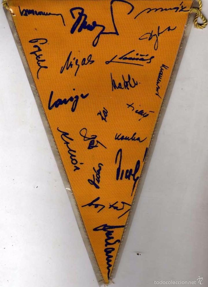 Coleccionismo deportivo: Banderin futbol Sparta Praha. Firma de los jugadores en el reversos. 21 cm - Foto 2 - 59147020