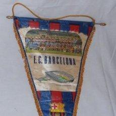 Coleccionismo deportivo: BANDERÍN DEL F.C. BARCELONA FIRMADO POR ALGUNOS JUGADORES: JUANITO, BARRIOS, DELACRUZ.... Lote 59656783
