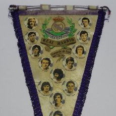 Coleccionismo deportivo: BANDERIN FUTBOL ORIGINAL REAL MADRID, AÑO 1974 / 75, CAMPEON DE LIGA, SANTILLANA, AMANCIO, DEL BOSQU. Lote 61255851