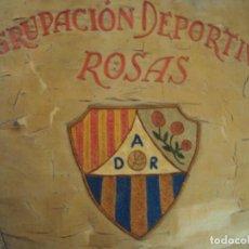 Coleccionismo deportivo: (F-161077)BANDERIN BORDADO AGRUPACION DEPORTIVA ROSAS AÑO 1967. Lote 62331928
