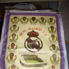 Coleccionismo deportivo: BANDERIN DEL REAL MADRID TEMPORADA 89-90. Lote 63319396
