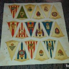 Coleccionismo deportivo: ANTIGUA LAMINA CON 18 BANDERINES DE EQUIPOS DE FUTBOL ESPAÑOL. Lote 68840421