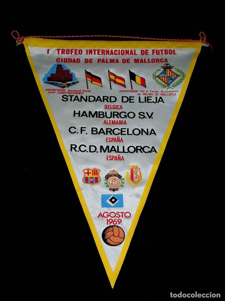 BANDERÍN TELA, I TROFEO INTERNACIONAL FÚTBOL RCD MALLORCA, C.F. BARCELONA, HAMBURGO S.V. AGOSTO 1969 (Coleccionismo Deportivo - Banderas y Banderines de Fútbol)