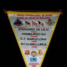Coleccionismo deportivo: BANDERÍN TELA, I TROFEO INTERNACIONAL FÚTBOL RCD MALLORCA, C.F. BARCELONA, HAMBURGO S.V. AGOSTO 1969. Lote 69010137