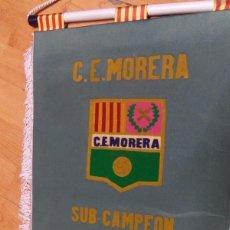 Coleccionismo deportivo: BANDERIN C.E. MORERA - FUTBOL - BADALONA ? MUY BUENOS ACABADOS ES GRUESO - SUB-CAMPEON 1984-85. Lote 69049437