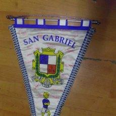Coleccionismo deportivo: BANDERIN FUTBOL CLUB DEPORTIVO SAN GABRIEL - EQUIPO ALEVIN C - JOSE ESPINOSA - FIRMADO P JUGADORES. Lote 69058533