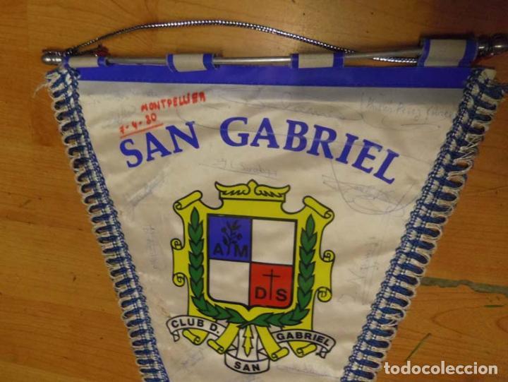 Coleccionismo deportivo: banderin futbol CLUB DEPORTIVO SAN GABRIEL - MONTPELIER 7-4-1980 - FIRMADO P JUGADORES - Foto 2 - 69059021