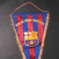 Coleccionismo deportivo: CF BARCELONA (BARÇA). ANTIGUO BANDERÍN AÑOS 1960S. FIRMAS AUTOGRAFIADAS DE TODA LA PLANTILLA. Lote 69384017