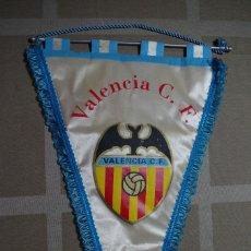 Coleccionismo deportivo: BANDERIN VALENCIA CF DE LOS AÑOS 70. Lote 70170973