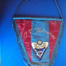 Coleccionismo deportivo: (F-170135)BANDERIN BORDADO DEL C.F.VIDRERES,AÑOS 70-80. Lote 72202203