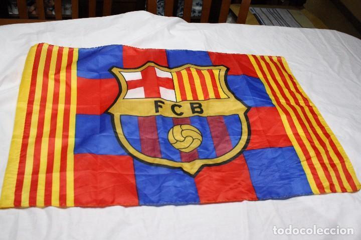 ceadaf805d434 BANDERA DE FUTBOL DEL F.C. BARCELONA CON LA SENYERA A LOS LADOS FLAG  (Coleccionismo Deportivo
