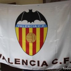 Coleccionismo deportivo: BANDERA DE FUTBOL DEL VALENCIA C.F. VINTAGE DIFICIL DE VER FLAG. Lote 104406880