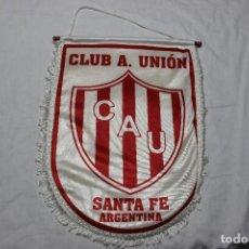 Coleccionismo deportivo: BANDERIN GRANDE DEL CLUB A SANTA FE DE ARGENTINA VINTAGE EN BUEN ESTADO PENNANT. Lote 73480043