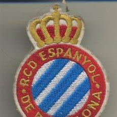 Coleccionismo deportivo: ESCUDO BORDADO EN TELA RCD ESPANYOL DE BARCELONA FUTBOL ESPAÑOL MIDE 7/5,2 CM. . Lote 131145520