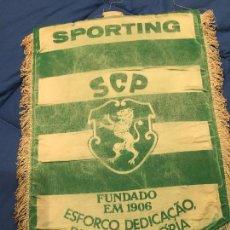 Coleccionismo deportivo: ANTIGUO Y GRAN BANDERÍN, SPORTING DE LISBOA, SCP, AÑOS 50? 35CM. Lote 75828079