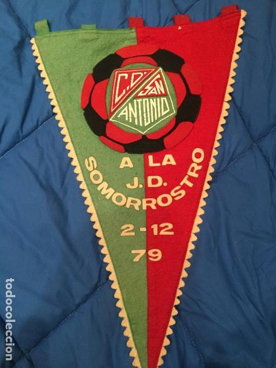INTERESANTE BANDERÍN DE GRAN TAMAÑO, C.D. SOMORROSTRO A LA J.D. SOMORROSTRO, 2-12-79 (Coleccionismo Deportivo - Banderas y Banderines de Fútbol)