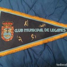 Coleccionismo deportivo: GRAN BANDERÍN DE TELA, CLUB MUNICIPAL DE LEGANES 55CM. Lote 75830891