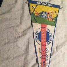 Coleccionismo deportivo: ANTIGUO BANDERÍN FUTBOL, BRASIL , OLYMPICO CLUB, CAMPEOES DO MUNDO, 1958, MANAUS, ORIGINAL 50CM. Lote 75874655