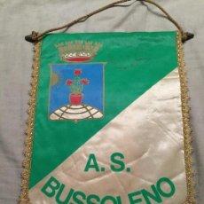 Coleccionismo deportivo: GRAN BANDERIN DE FUTBOL DEL A.S. BUSSOLENO, ITALIA 34X23CM. Lote 75875683