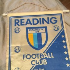 Coleccionismo deportivo: READING F.C. BANDERIN FUTBOL, TAMAÑO GRANDE, ANTIGUO, 38X28. Lote 75902991