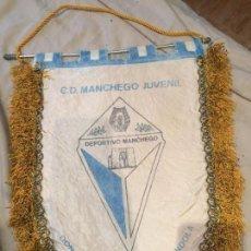 Coleccionismo deportivo: C.D. MANCHEGO JUVENIL, BANDERIN DE GRAN TAMAÑO, DONADO POR CAFETERIA GONDOLA. 37X28. Lote 75903431
