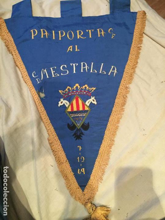 PAIPORTA C.F. AL C.D. MESTALLA, VALENCIA, 1969, GRAN BANDERÍN, REGALO, ÚNICO! (Coleccionismo Deportivo - Banderas y Banderines de Fútbol)