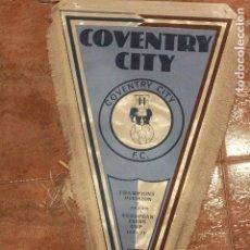 Coleccionismo deportivo: COVENTRY CITY F.C. BANDERÍN DE FUTBOL, 1970S, 40CM. Lote 75984867