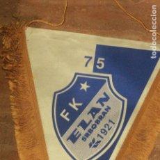 Coleccionismo deportivo: BANDERÍN FUTBOL, RARO, FK EZAN SRBOBRAN, 75, 35CM DE LARGO. Lote 75985979