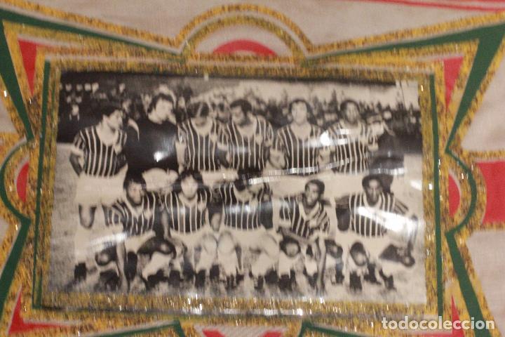 Coleccionismo deportivo: FLUMINENSE F.C. MUY ANTIGUO BANDERIN DE FUTBOL, CON FOTOGRAFIA, DE GRAN TAMAÑO, 53X33 - Foto 2 - 75986487