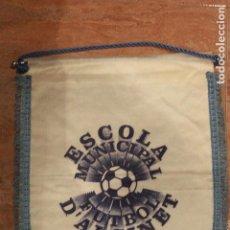 Coleccionismo deportivo: ESCOLA MUNICIPAL FUTBOL D'ALGINET, BANDERIN GRANDE, 40X30. Lote 75986599