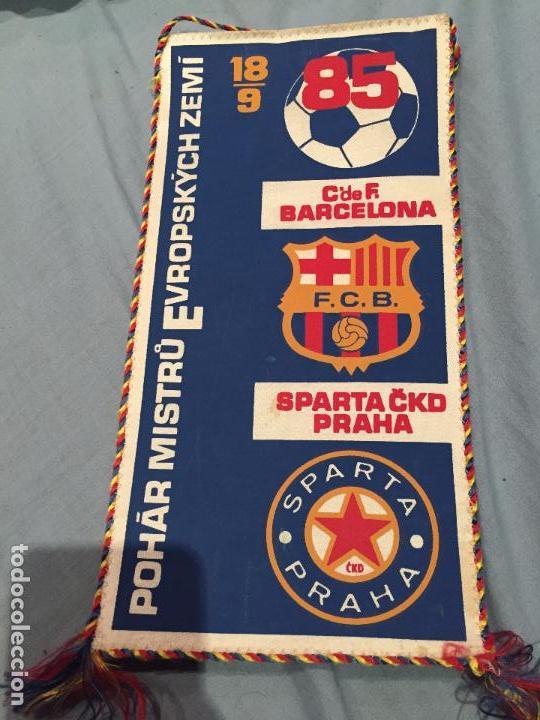 BANDERIN CLUB DE FUTBOL BARCELONA SPARTA CKD PRAHA BARÇA 1985 (Coleccionismo Deportivo - Banderas y Banderines de Fútbol)