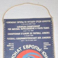 Coleccionismo deportivo: BANDERIN DE FUTBOL .CAMPEONATO JUNIORES .UEFA KUEV 1984A. Lote 77793753
