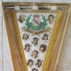 Coleccionismo deportivo: REAL MADRID. ANTIGUO BANDERIN CON PEANA MARGI. Lote 78613569