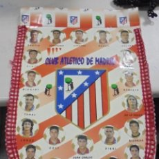 Coleccionismo deportivo: ANTIGUO BANDERIN. CLUB ATLETICO DE MADRID. SIMEONE, MOLINA, KIKO NARVAEZ. VER FOTOS. 31 X 46 CM. Lote 79204285
