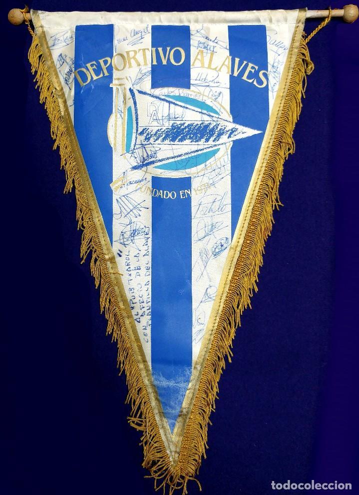 ANTIGUO BANDERIN DEL DEPORTIVO ALAVES. FIRMADO POR LA PLANTILLA 1991-1992. FUTBOL. AUTOGRAFO. FIRMAS (Coleccionismo Deportivo - Banderas y Banderines de Fútbol)