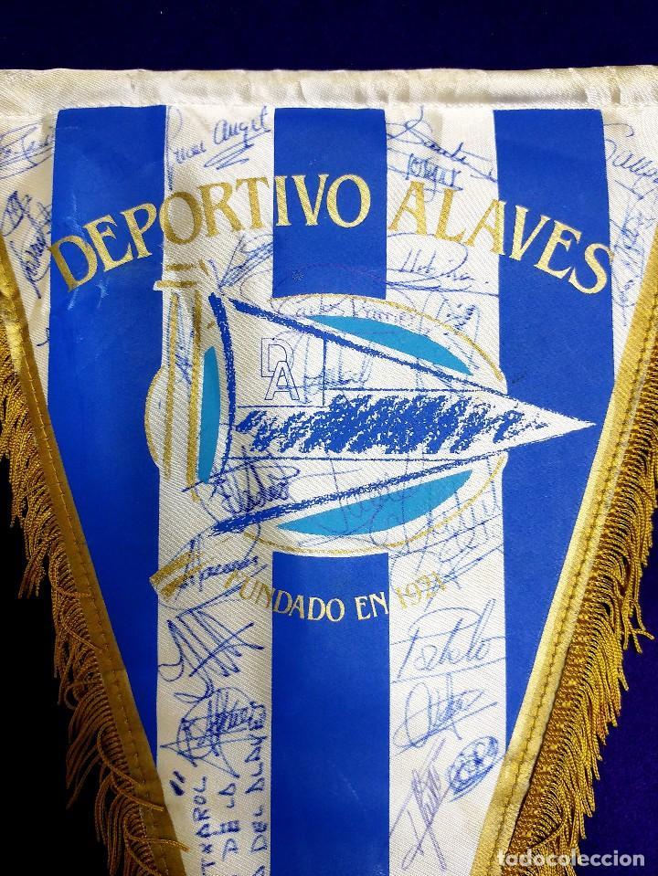 Coleccionismo deportivo: ANTIGUO BANDERIN DEL DEPORTIVO ALAVES. FIRMADO POR LA PLANTILLA 1991-1992. FUTBOL. AUTOGRAFO. FIRMAS - Foto 2 - 79764225
