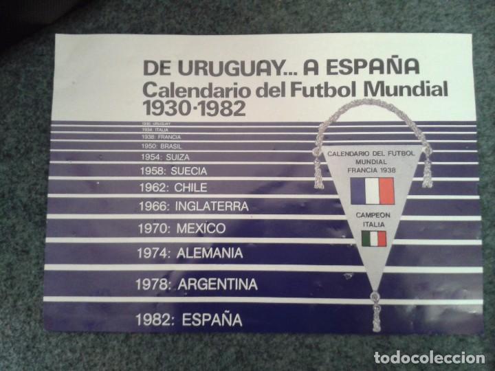 Coleccionismo deportivo: 12 BANDERINES PLATEADOS Y SERIGRAFIADOS A COLOR DE LOS CAMPEONATOS DE FÚTBOL MUNDIAL. 1930 - 1982 - Foto 3 - 80809039