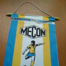 Coleccionismo deportivo: ANTIGUO BANDERÍN FÚTBOL ASOCIATIA SPORTIVA MECON RUMANIA 21*14 CM. Lote 84029036