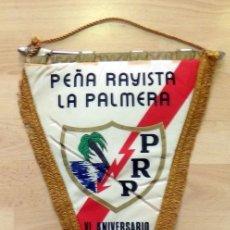 Collezionismo sportivo: RAYO VALLECANO, AÑOS 70, ANTIGUO BANDERIN VI ANIVERSARIO PEÑA RAYISTA LA PALMERA,43 CMS. Lote 85614788