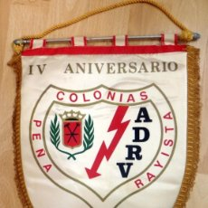 Collezionismo sportivo: ANTIGUO BANDERIN IV ANIVERSARIO PEÑA COLONIAS, RAYO VALLECANO, 1978, 37 CMS. Lote 85714648