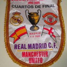 Coleccionismo deportivo: BANDERÍN. REAL MADRID CLUB DE FÚTBOL VS MANCHESTER UNITED. CUARTOS FINAL CHAMPIONS LEAGUE 2000 40 CM. Lote 87002780