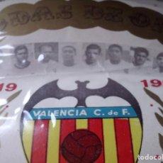 Coleccionismo deportivo: BANDERIN DEL VALENCIA CLUB DE FUTBOL, BODAS DE ORO 1919 - 1969, CON LA ALINEACION DE LOS JUGADORES. Lote 87618488
