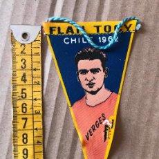 Coleccionismo deportivo: BANDERIN DE FUTBOL FLAN TOCY CHILE 1962 - JUGADOR VERGES - SELECCION ESPAÑOLA. Lote 90356596