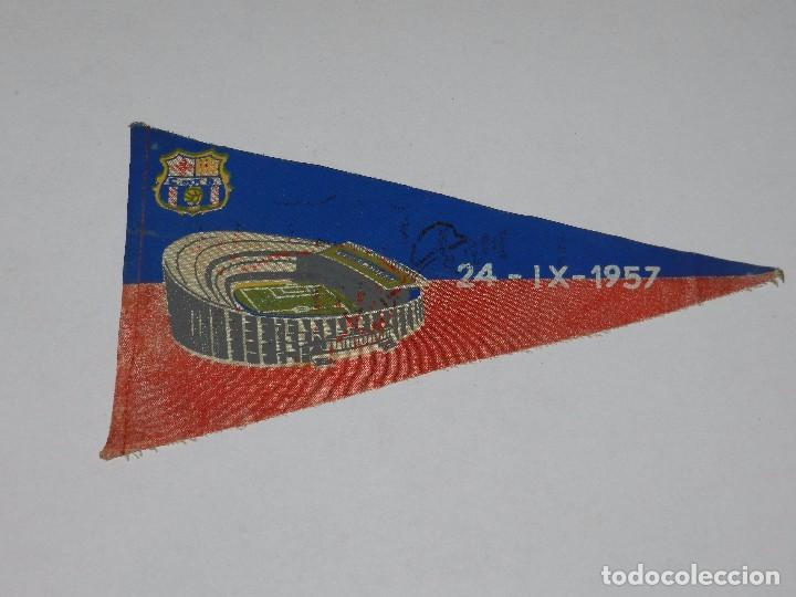 (M) BANDERIN FC BARCELONA, INAUGURACION DEL ESTADIO DEL CAMP NOU 24-IX-1957 (Coleccionismo Deportivo - Banderas y Banderines de Fútbol)