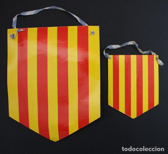 Coleccionismo deportivo: BANDERIN ESCOLA FUTBOL GARROTXA EFG 1982 OLOT GIRONA, 2 BANDERINES CARTON PLASTIFICADO - Foto 2 - 92106100