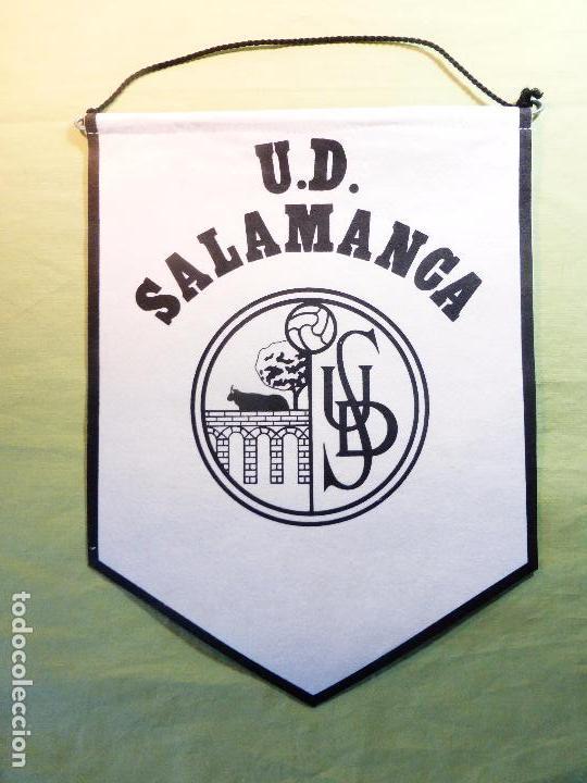 ANTIGUO BANDERÍN UNIÓN DEPORTIVA SALAMANCA-UDS-BLANCO Y NEGRO-EN TELA FIELTRO CORDÓN NEGRO- (Coleccionismo Deportivo - Banderas y Banderines de Fútbol)