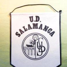 Coleccionismo deportivo: ANTIGUO BANDERÍN UNIÓN DEPORTIVA SALAMANCA-UDS-BLANCO Y NEGRO-EN TELA FIELTRO CORDÓN NEGRO. Lote 93682960