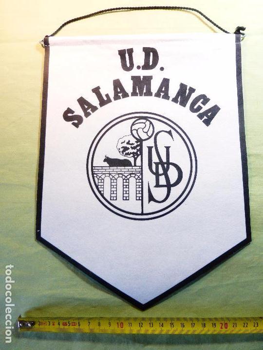 Coleccionismo deportivo: ANTIGUO BANDERÍN UNIÓN DEPORTIVA SALAMANCA-UDS-BLANCO Y NEGRO-EN TELA FIELTRO CORDÓN NEGRO- - Foto 2 - 93682960