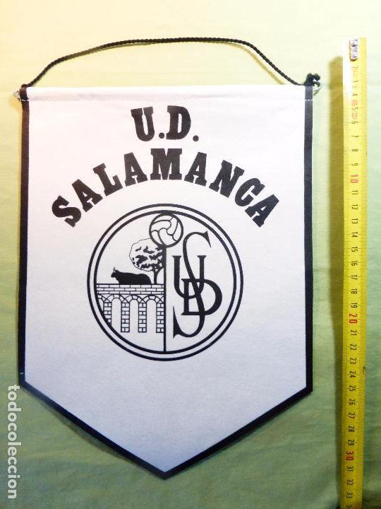 Coleccionismo deportivo: ANTIGUO BANDERÍN UNIÓN DEPORTIVA SALAMANCA-UDS-BLANCO Y NEGRO-EN TELA FIELTRO CORDÓN NEGRO- - Foto 3 - 93682960