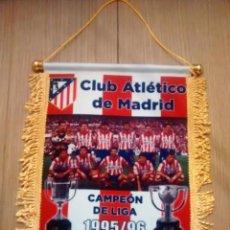 Coleccionismo deportivo: BANDERIN ATLETICO DE MADRID - DOBLETE LIGA/COPA 1995/1996. Lote 97883895